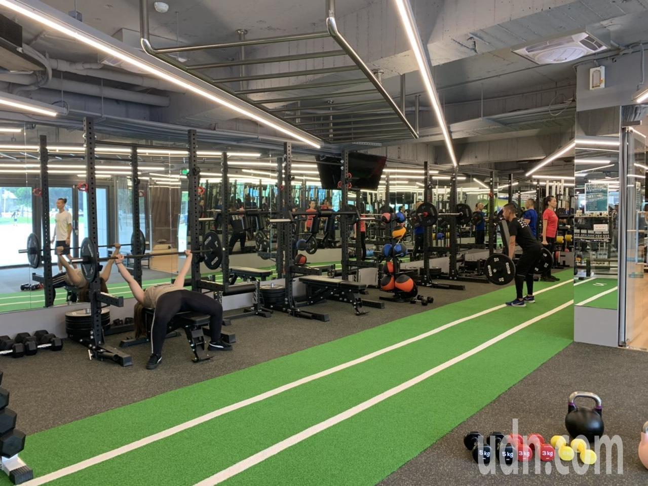 位於板橋體育場內的「森林跑站板橋館」,結合健康輕食與體適能課程,是新北市第一家複...