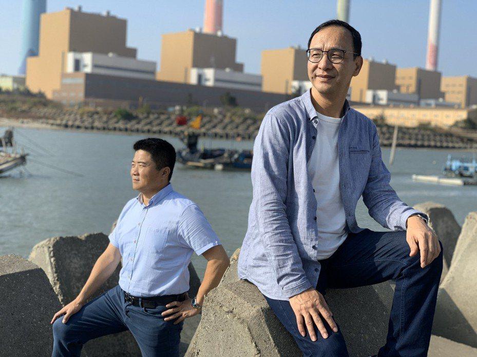 朱立倫和顏寬恒今天到台中火力發電廠旁拍MV,合唱聽海。圖/朱立倫服務處提供