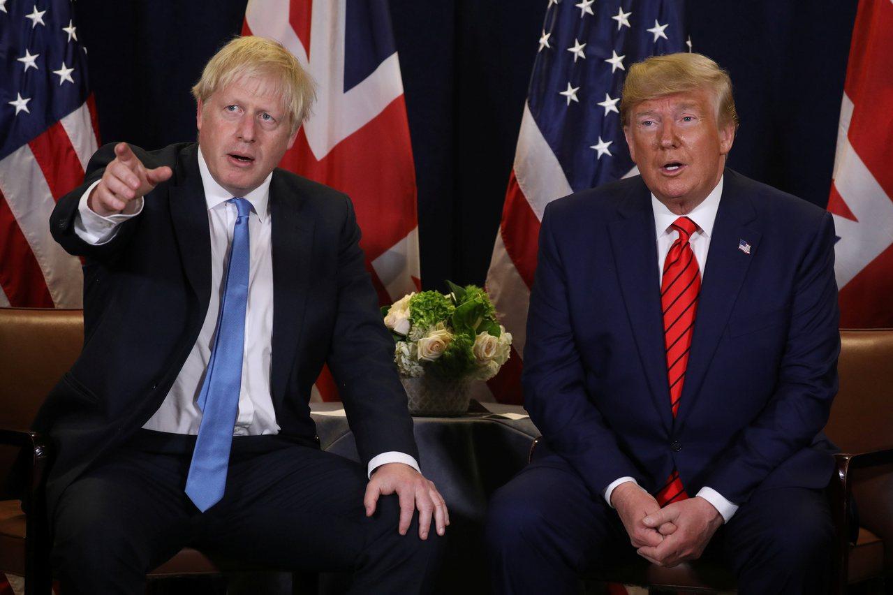 強生(左)3日稱川普對脫歐協議看法明顯錯誤。圖為兩人在今年聯合國大會場邊見面情形...