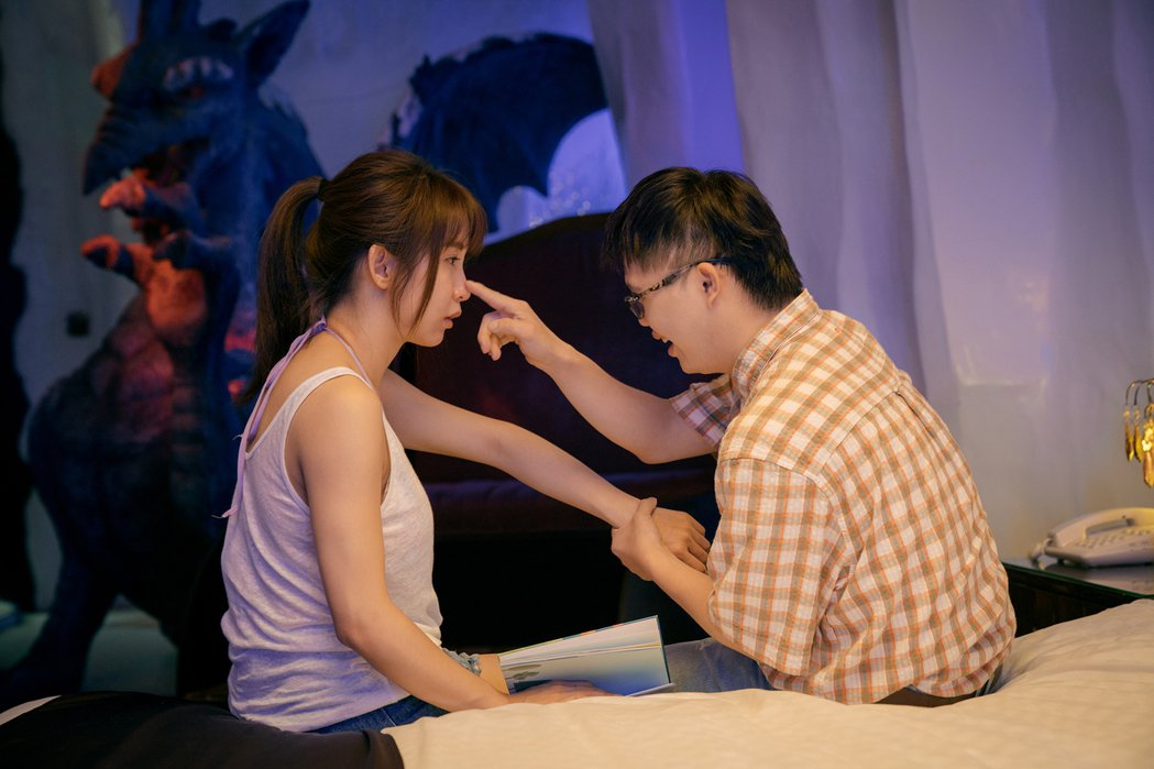 郭書瑤和唐寶寶蔡佳宏(右)在片中有不少動人互動。圖/華映提供