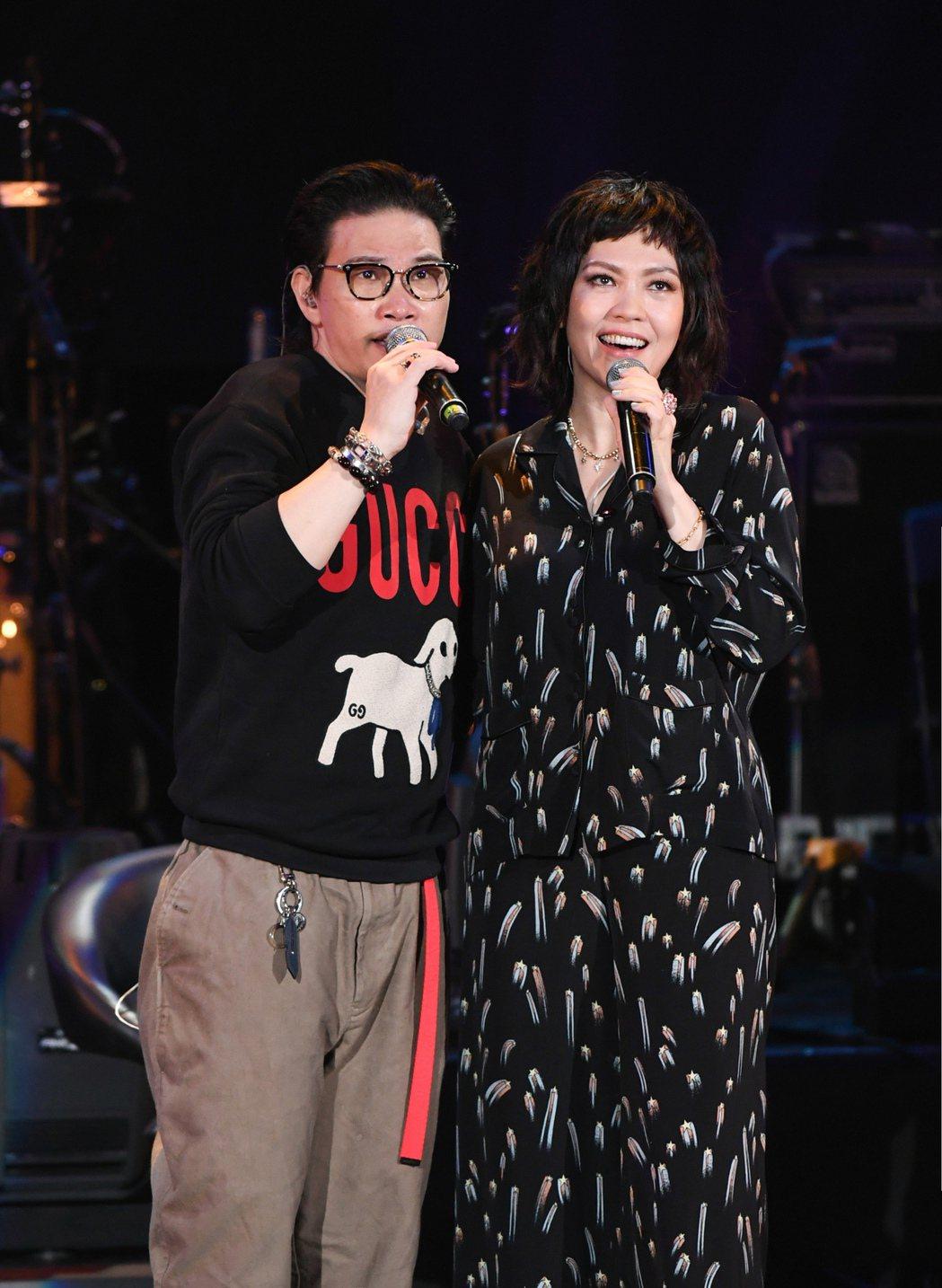 陳潔儀(右)邀蘇永康合唱兩人20年前合作的金曲「愛的正好」。圖/Live Nat...