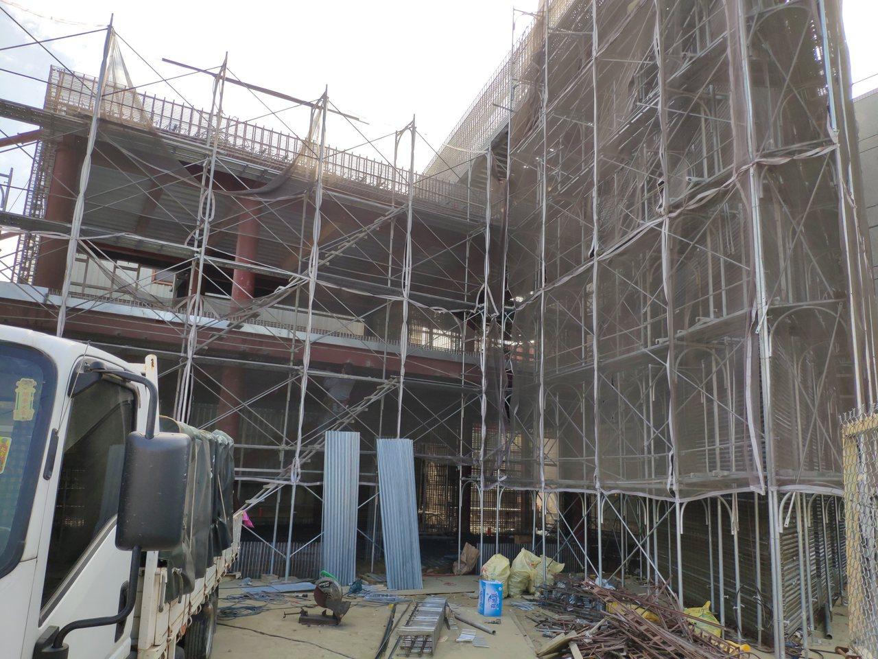 目前工地趕工情形,將是兩層樓鋼骨建築。記者謝進盛/攝影