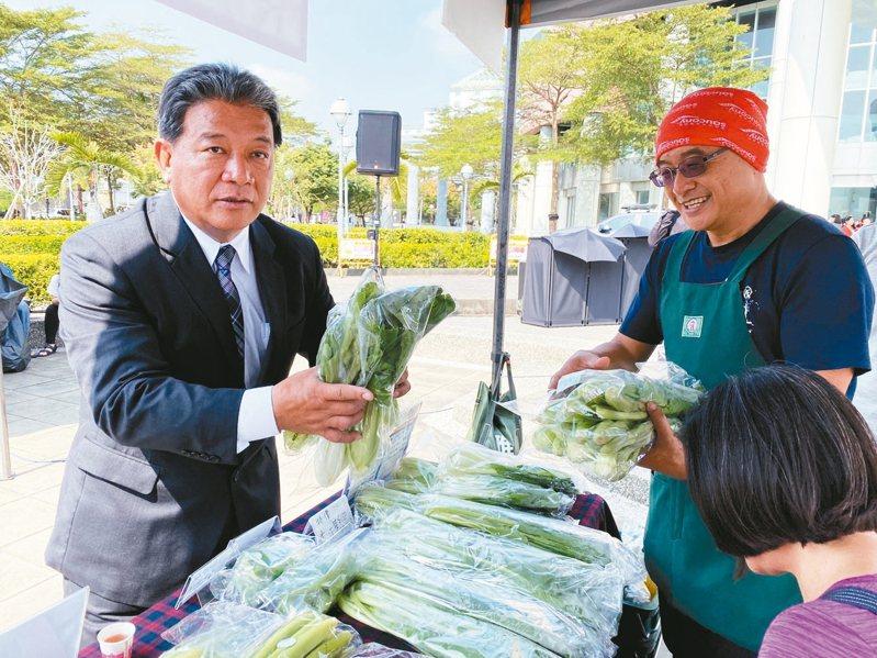 蔡英文台南市後援總會長、台南市議長郭信良(左)表示,蔡賴配若真的成局,他需要一段時間「調適」。 記者鄭維真/攝影