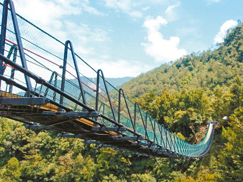 南投縣奧萬大國家森林遊樂區吊橋完工十年,發生首起墜橋身亡事故。 圖/南投林管處提供