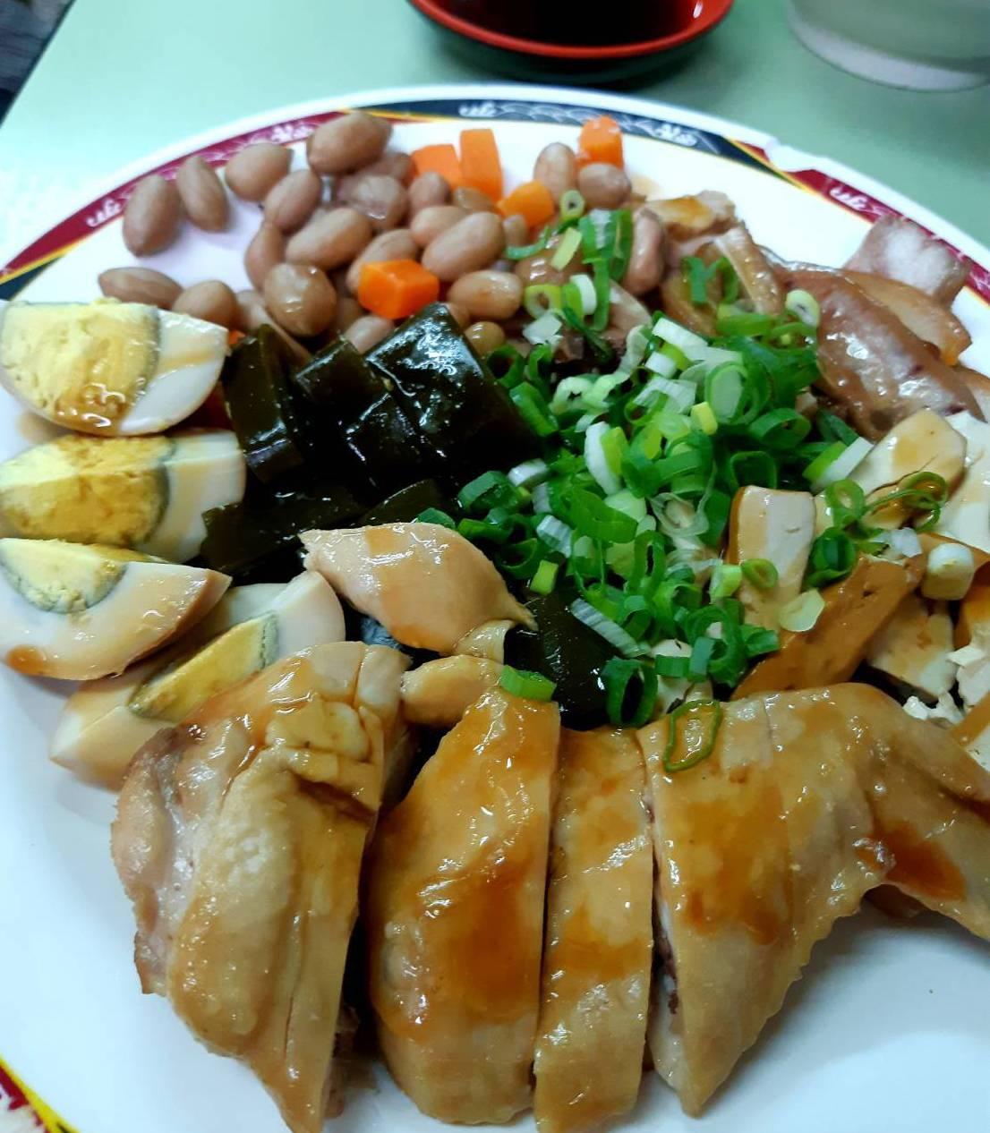 北投吳家牛肉麵綜合小菜相當引人。圖/柯意如 攝影