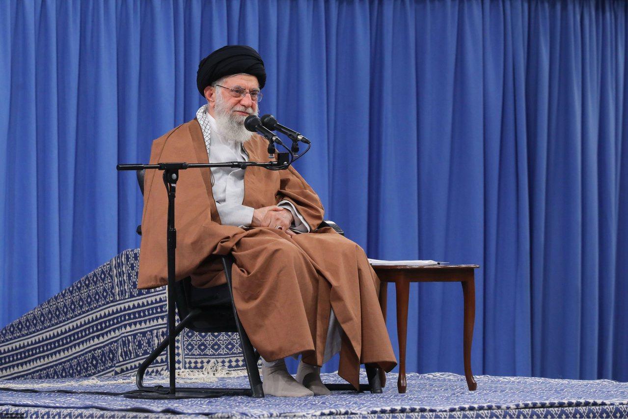 伊朗最高宗教領袖哈米尼則於昨天重申,將維持不與美國談判的禁令。 法新社