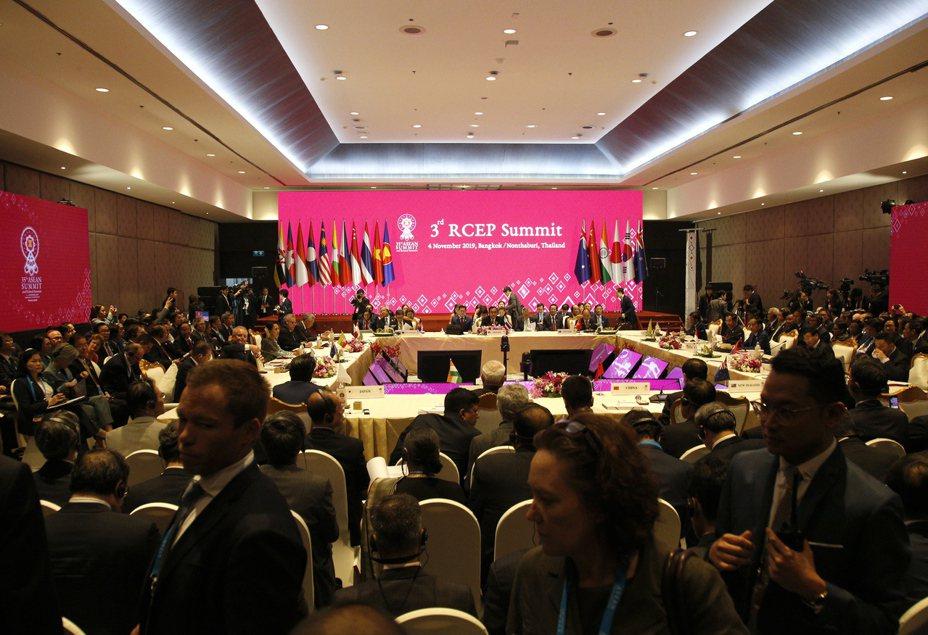 東南亞國家協會(ASEAN)今天在聲明中表示,區域全面經濟夥伴協定(RCEP)的15個參與國已完成談判,但是印度在談判中尚有「重大的懸而未決問題」待解決。 歐新社