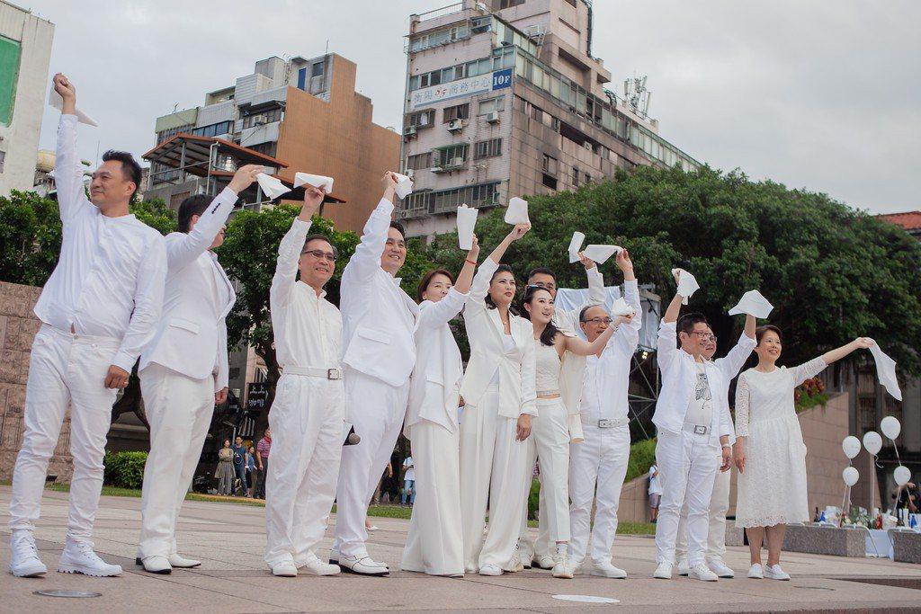 主辦單位璐露野表示,2019台灣國際白色野餐盛會,依照法國Diner en Bl...