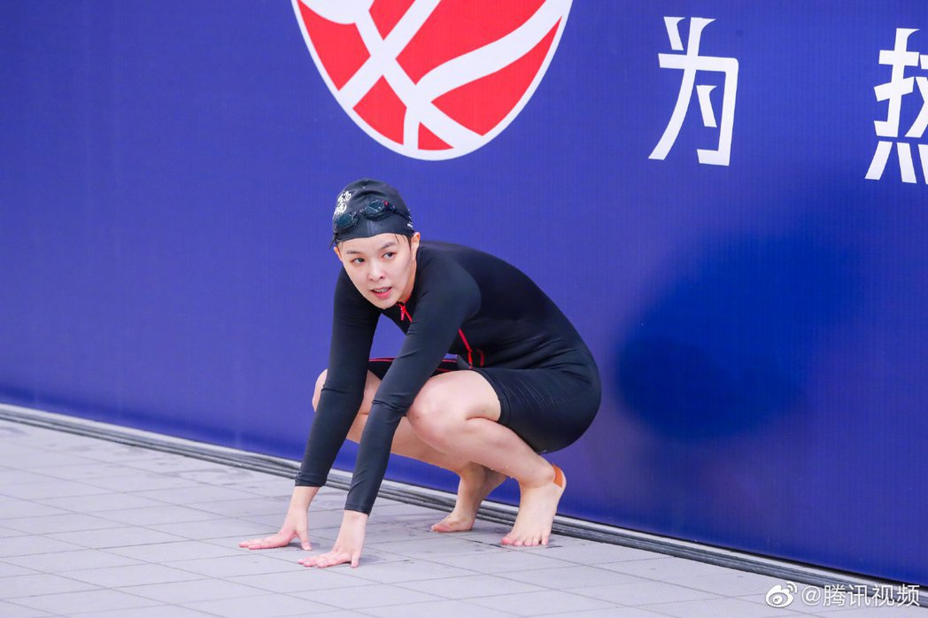 Sunnee今年運動會挑戰游泳。圖/擷自微博