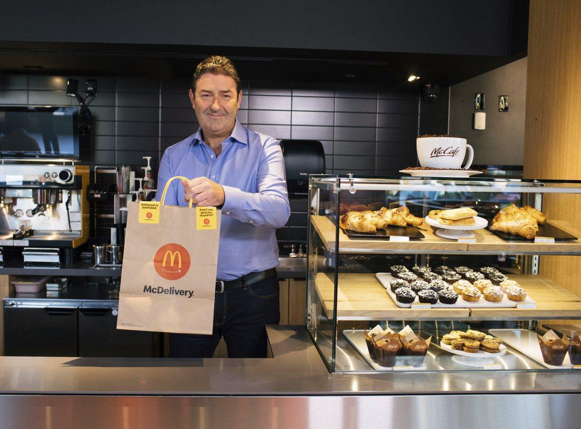 伊斯特布魯克在2015年以48歲之齡,成為麥當勞集團的全球執行長,之後主導了「麥...