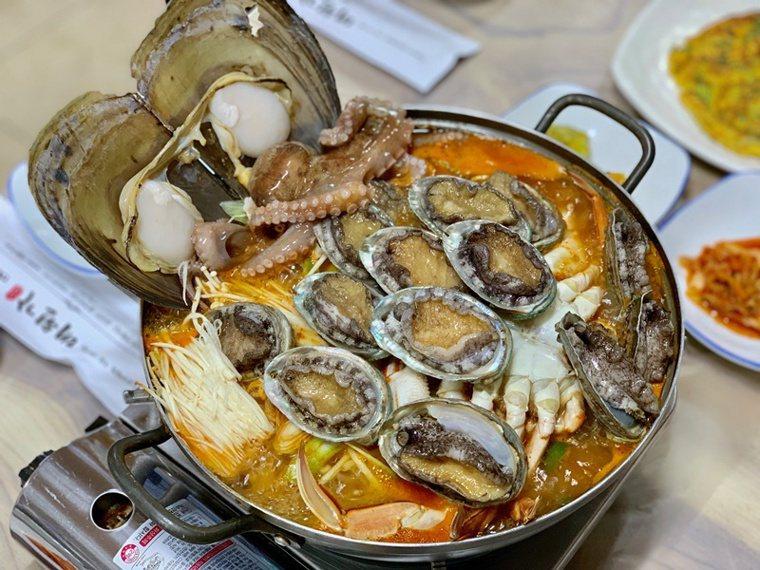鮑魚海鮮鍋。 圖/張芳瑜攝影