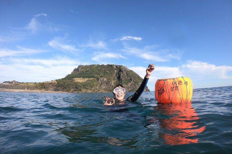 海女體驗撿海螺 圖/Alina 愛琳娜 嗑美食瘋旅遊提供