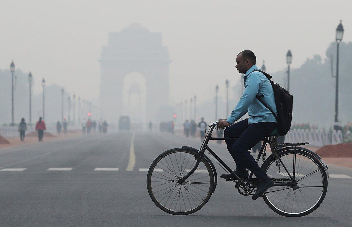 3日,包含德里首都圈在內的北部地區,多處更測得999的AQI紀錄,遠遠超過500...