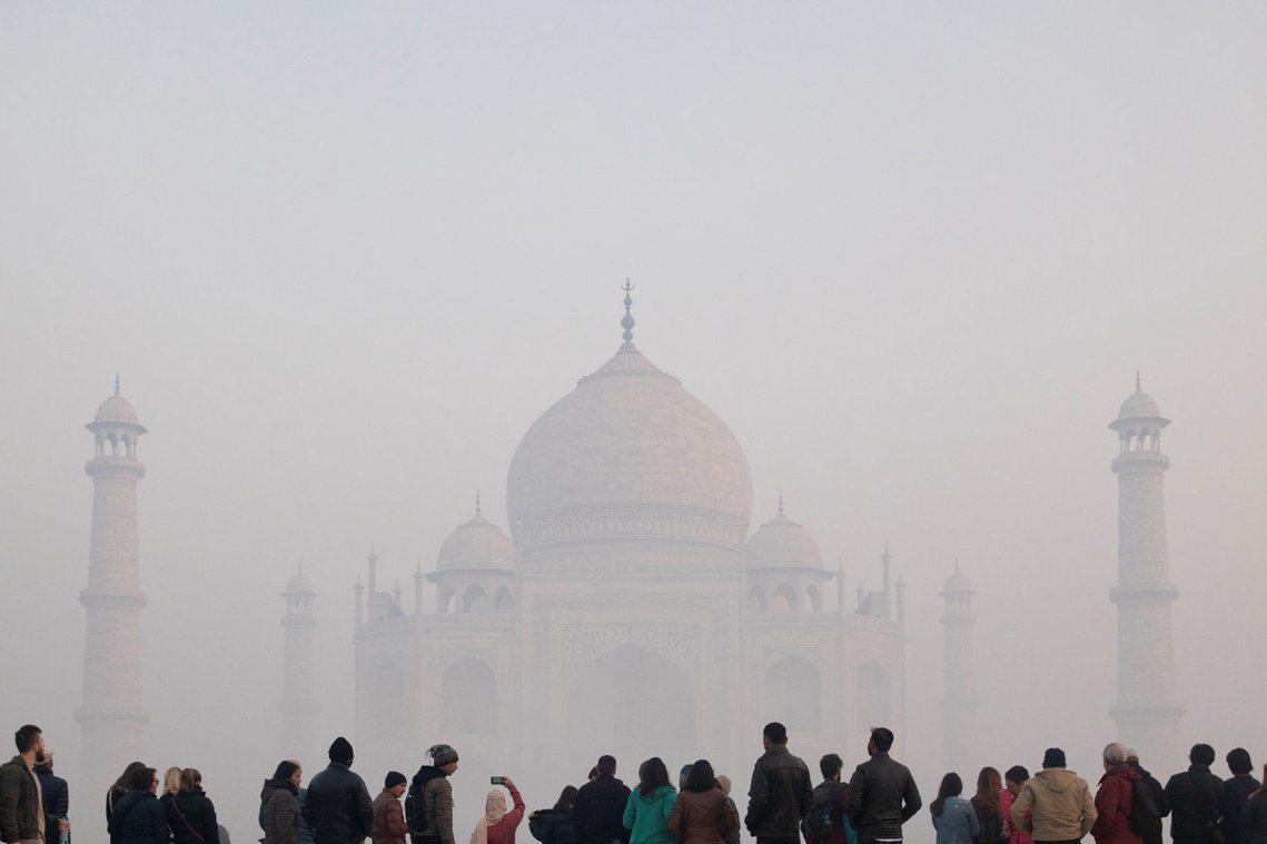 為了因應毒霧來襲,印度北方邦當局緊急出動了一輛空氣清淨車,前往泰姬瑪哈陵改善周遭...