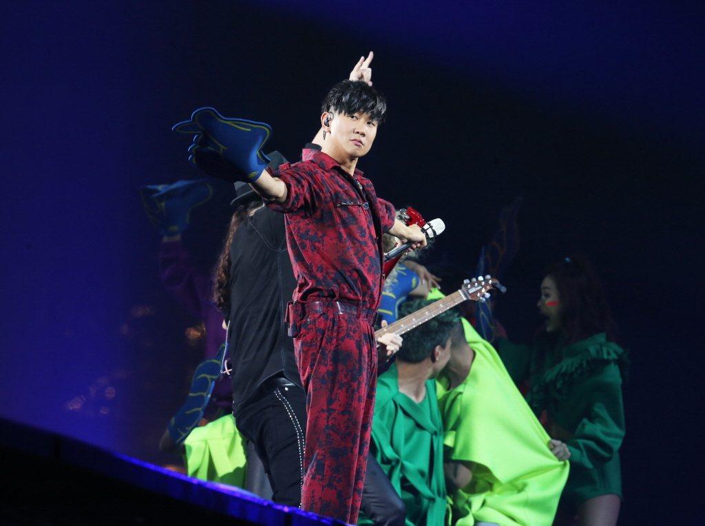 圖為林俊傑(JJ)今年2月15日在台北小巨蛋進行第2場「聖所」世界巡演。 聯合報...