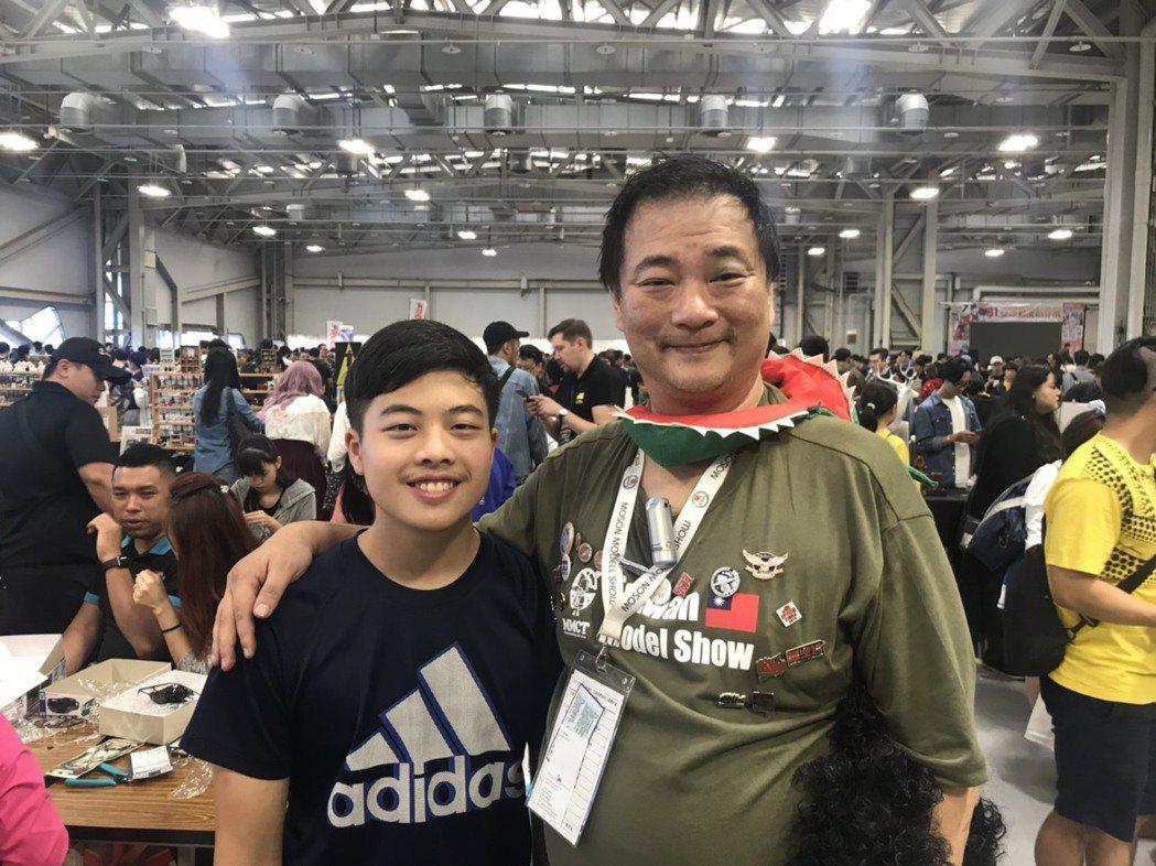 2016世界模型冠軍樊成彬和2019RoboCUP世界冠軍梁峻瑋。 業者/提供