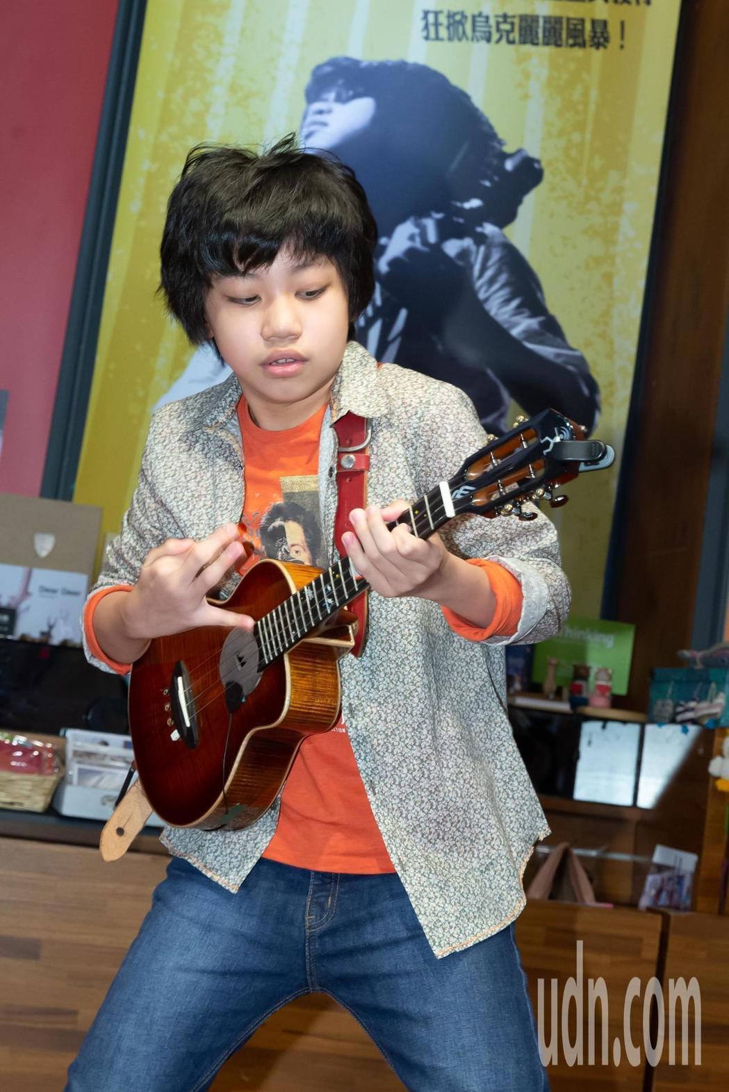 12歲烏克麗麗神童馮羿推出首張音樂專輯 「Silence in the stor...