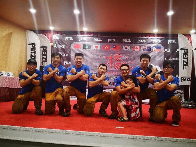 高雄消防組繩索救援隊,上月在橋國際繩索救援賽中得到第五名成績。記者邱奕能/翻攝