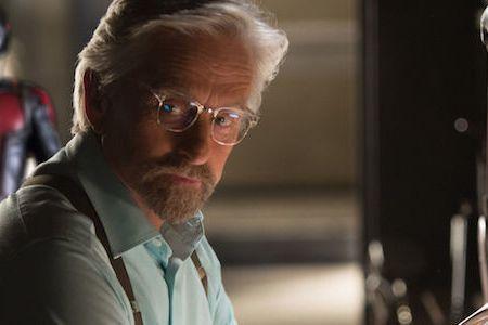 漫威電影「蟻人」目前僅拍攝兩集,但日前傳出「蟻人3」將會開拍,在片中飾演初代「蟻人」的奧斯卡影帝麥可道格拉斯接受「Collider」採訪時證實此事,並說「蟻人3」會在2021年1月開拍,由於導演派頓...