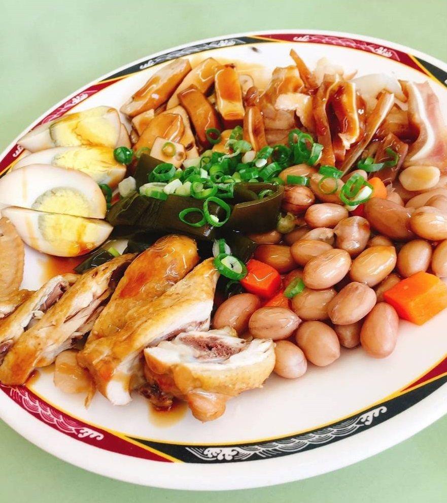 北投吳家牛肉麵綜合小菜相當引人。圖/IG @pennyli1218 提供