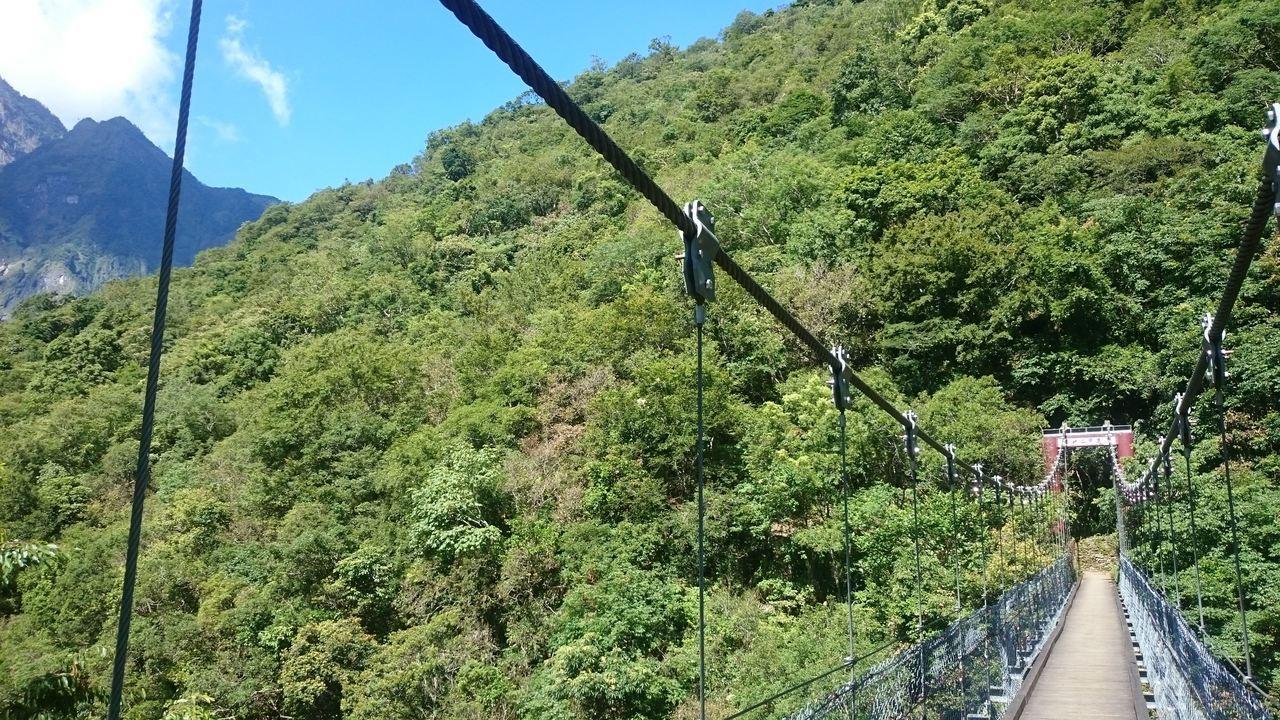 太魯閣國家管理處轄區有10座吊橋,皆有定期及不定期檢修。圖/太魯閣國家管理處提供