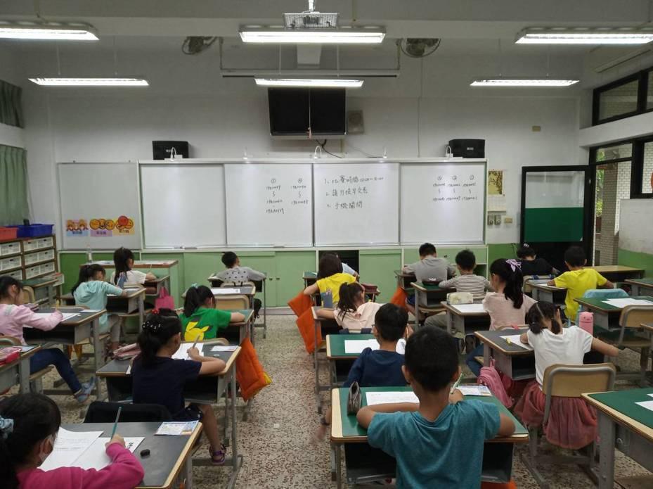聯合盃作文大賽台北市初賽中,因新民小學考生最多特設專屬考場。圖/教育事業部