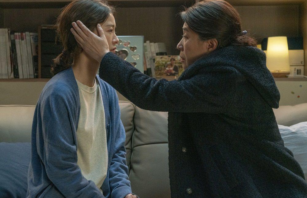 鄭裕美(左)主演「82年生的金智英」韓國票房破5億台幣。圖/車庫提供