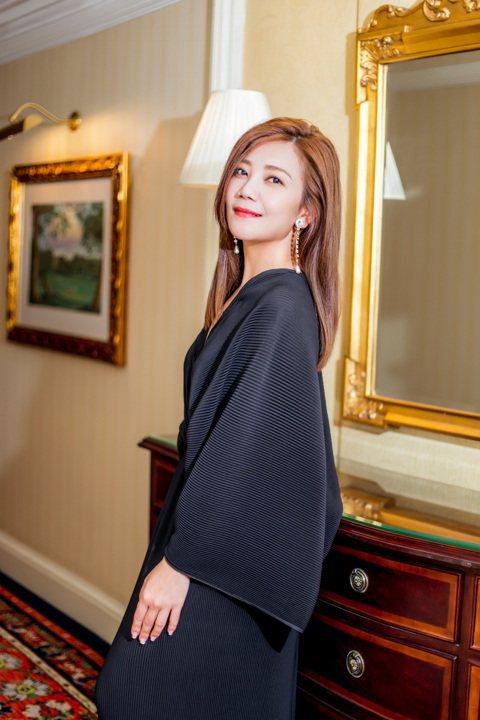梁靜茹9月在音樂會上承認婚變,跟老公趙元同(Tony)簽好離婚協議書,4日在北京舉辦「202020當我們談論愛情」世界巡演記者會,主持人關心其近來的心情,她略帶哽咽表示都是靠自己的音樂療傷。她提到前...