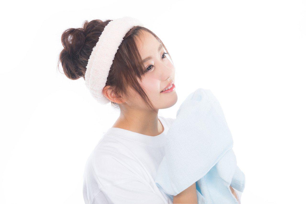 洗完臉後,不要用不乾淨的毛巾擦臉。圖/摘自pakutaso