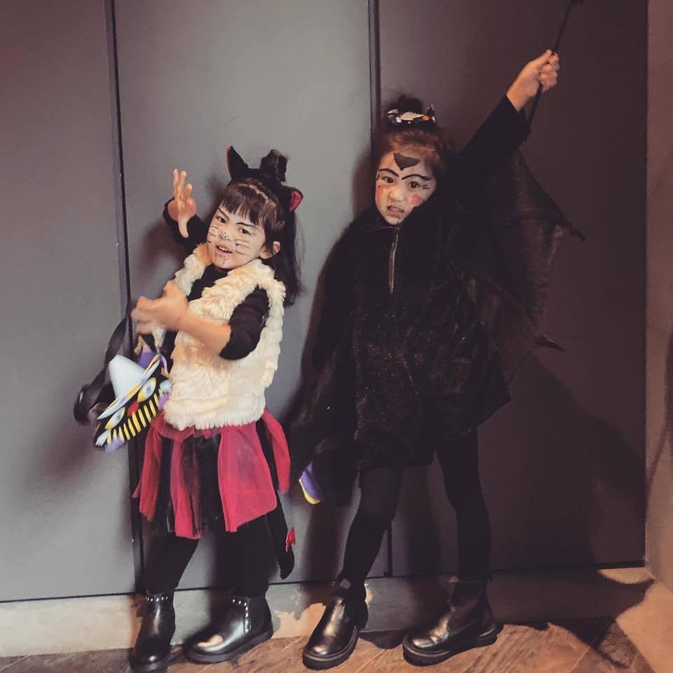 咘咘(右)、Bo妞萬聖節擺脫公主裝。圖/摘自臉書