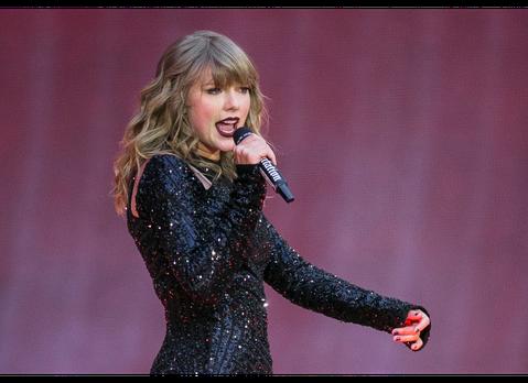 2019年MTV歐洲音樂獎在3日晚間在西班牙塞維利亞圓滿落幕,美國女歌手海爾希、泰勒絲以及怪奇比莉都拿下2項大獎,24歲英國女歌手杜娃黎波則為典禮表演新單曲「Dont Start Now」,搭配前後...