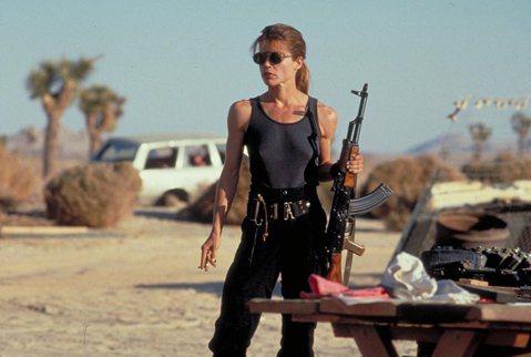 「魔鬼終結者」是影史經典科幻片系列,1991年上映的「魔鬼終結者2」則締造系列作最為驚人的佳績,視覺特效及動作戲皆是當代之最,男女主角阿諾史瓦辛格、琳達漢彌頓也一舉成為影壇巨星,不過昔日掛頭牌的2位...