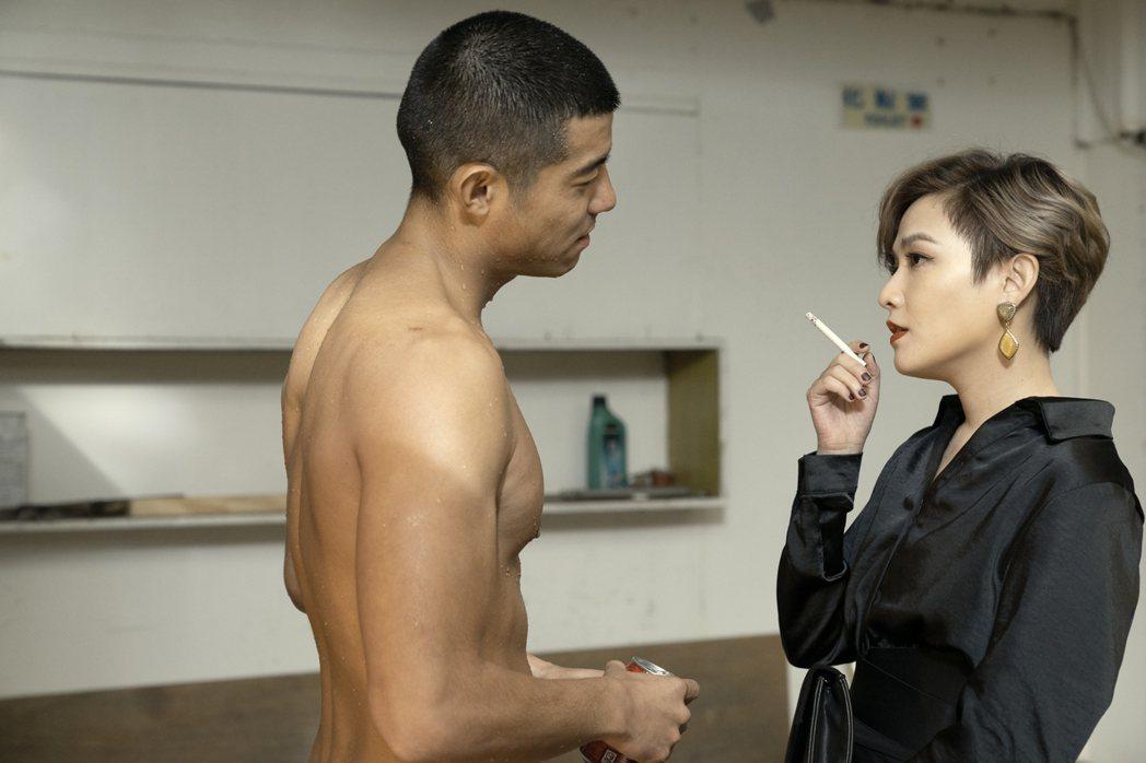 王柏傑在「罪夢者」戲中尺度大,不但全裸,還與范曉萱有大膽床戲。圖/Netflix