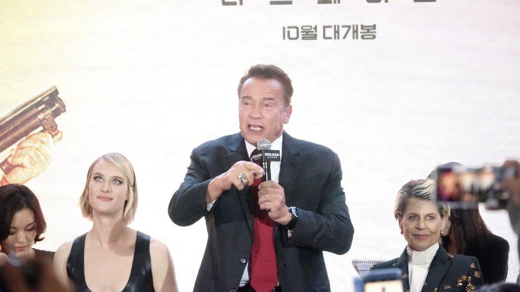 阿諾史瓦辛格在「魔鬼終結者:黑暗宿命」首爾首映會上,感謝影迷多年來的支持。圖/福...