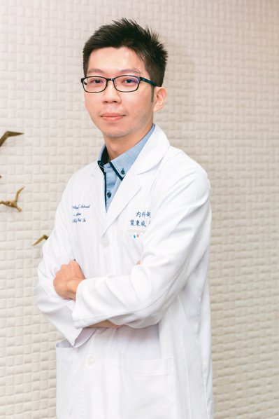 台安醫院胃腸肝膽科主治醫師葉秉威提醒,四十歲以上宜作胃鏡等檢查。 鄭宇辰/攝影