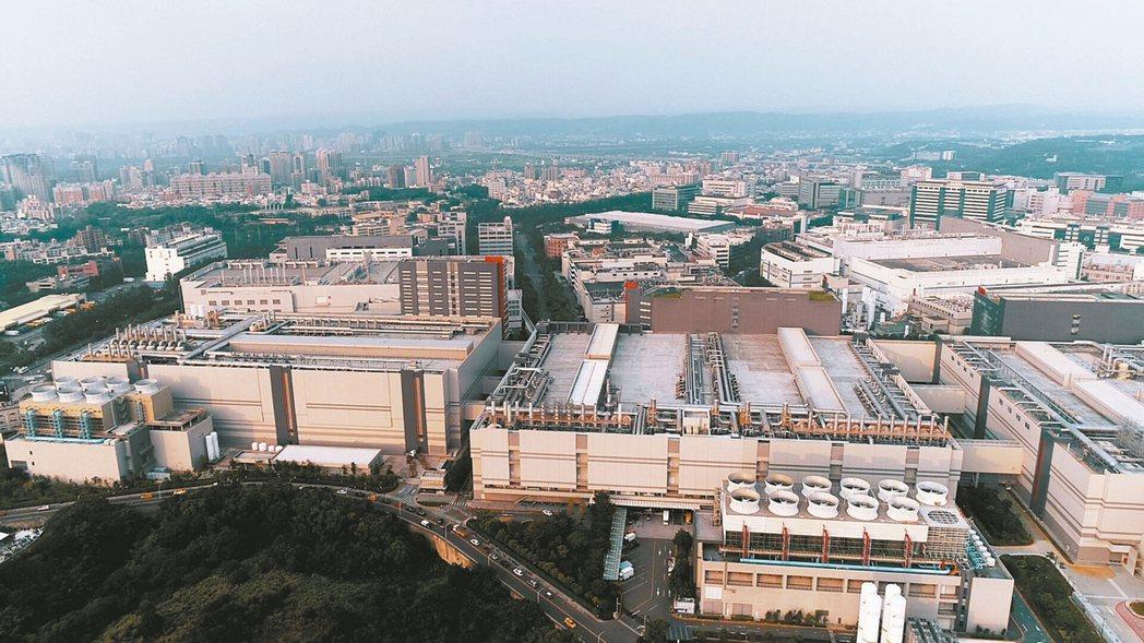 在台商回流的情況下,包括廠辦、廠房與工業用地的「工業地產」交易,也維持在815億...