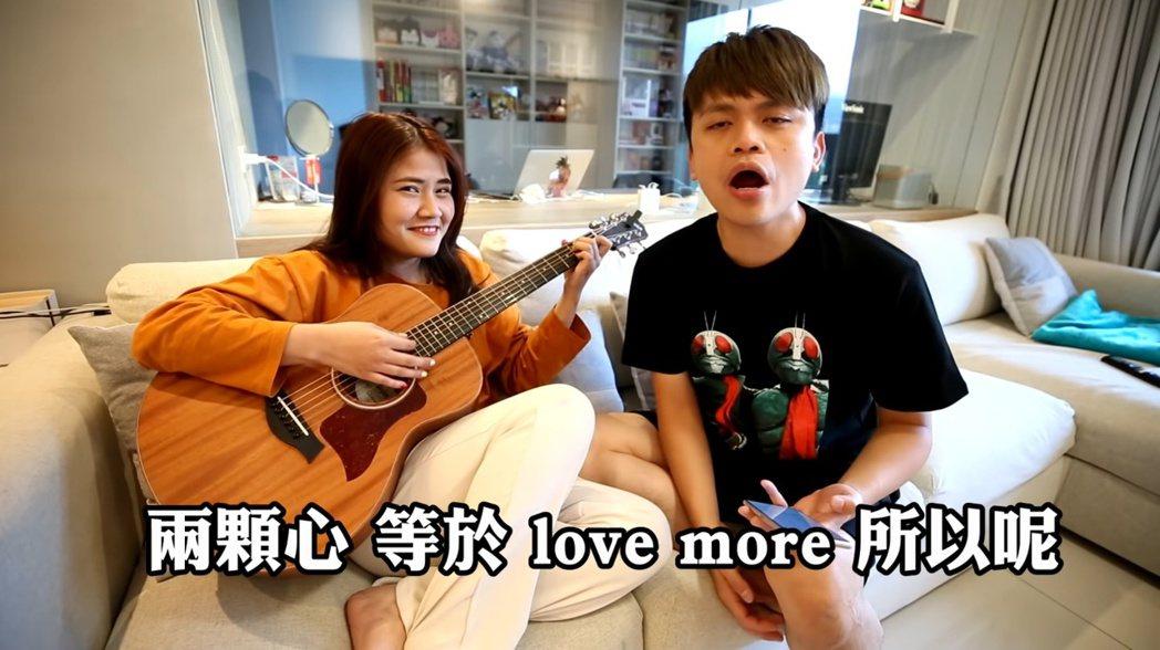 蔡阿嘎模彷畢書盡唱歌。 圖/擷自Youtube