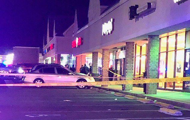 美國馬里蘭州的水手炸雞,有客人因插隊購買熱門商品而遭到其他顧客刺殺。圖擷自每日郵...