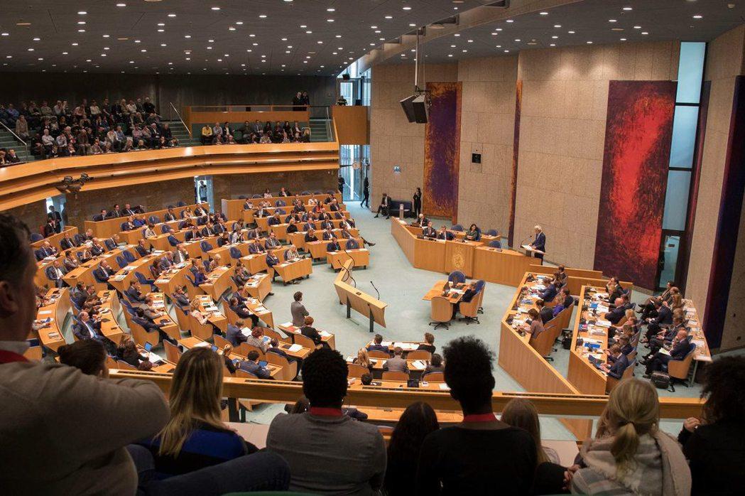 10月8日,荷蘭眾議院表決通過籲請荷蘭政府支持台灣參與國際組織。 圖/取自荷蘭眾議院Tweede Kamer