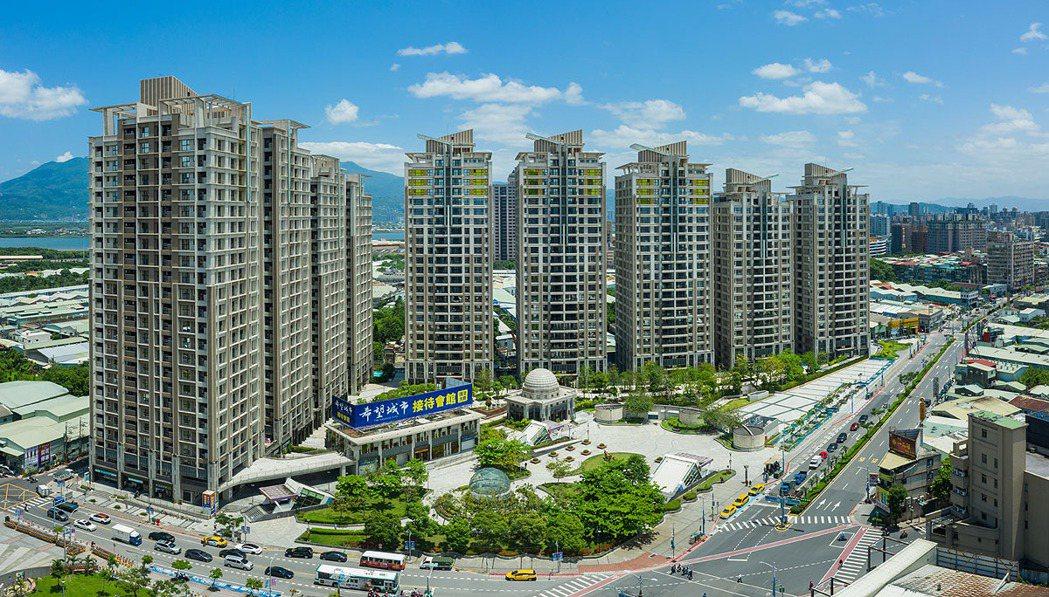 眺望觀音山、淡水河,「希望城市」兼具水岸的景觀優勢與捷運宅的便利性,在台北地區屬...