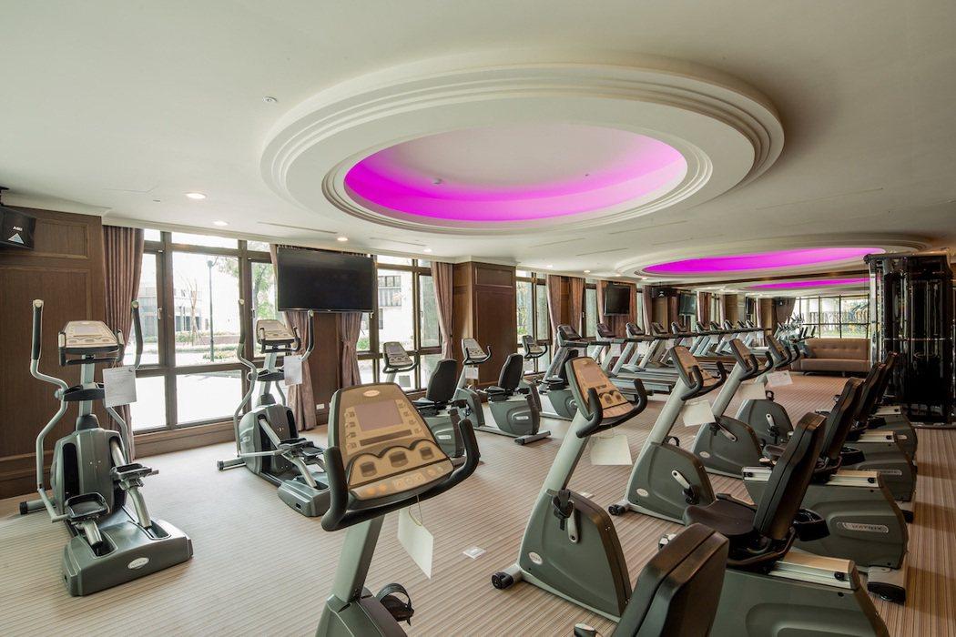「希望城市」公設豐富且實用,面對戶外環境採光佳的高檔器材健身房,提供社區住戶養生...