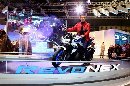 夢想真的實現!光陽RevoNEX電動重機米蘭車展「騎乘」亮相