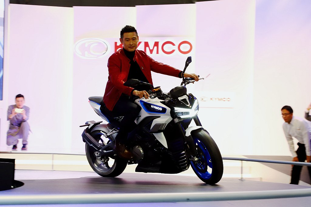 光陽RevoNEX搭載全球首創「車輛個性模式」(KYMCO AMP),具備沉穩、...