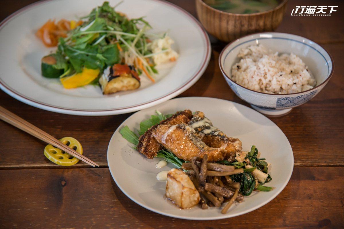 吃得到新鮮滋味的地產野菜,玄米飯更讓人一口接一口停不下。