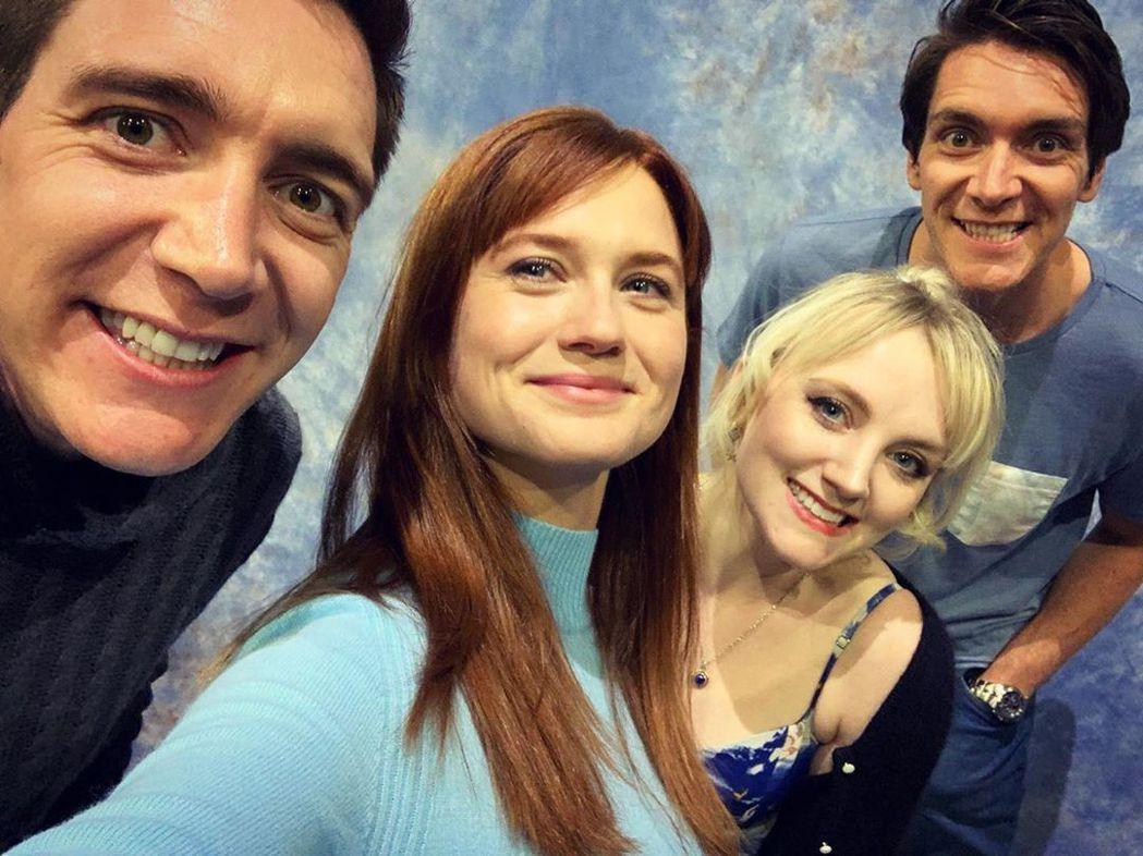 菲爾普斯雙胞胎與邦妮萊特(左二)、伊凡娜林奇(右二)近日再度一起出席影迷見面會。...