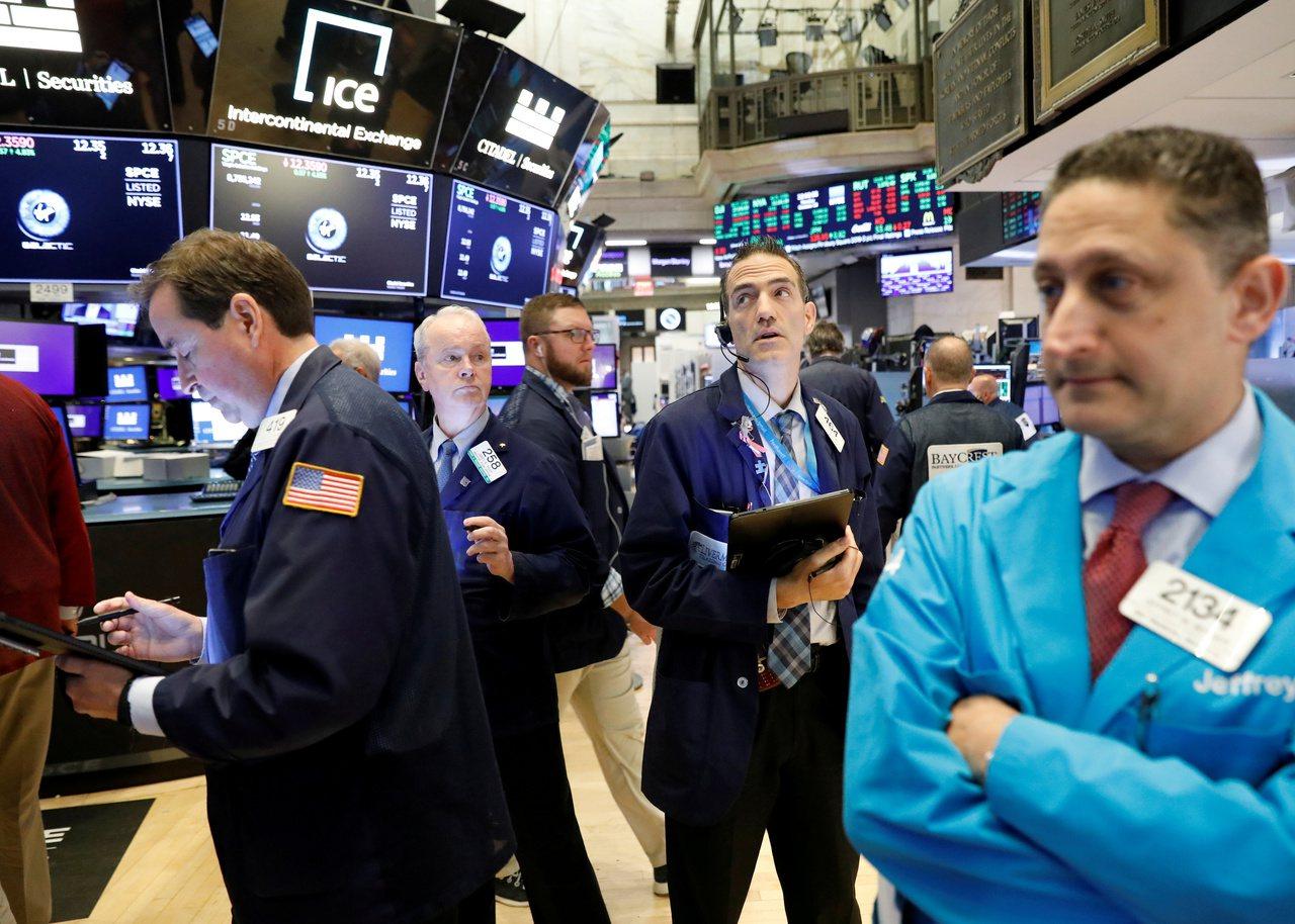 美中貿易協議進展樂觀,扶助美股三大指數周一同創收盤新高。路透