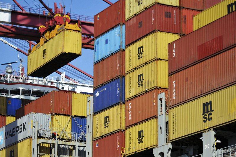 中國據傳正施壓川普政府,取消9月實施以及預定12月中生效的關稅,北京方面才肯承諾簽署所謂的第一階段雙邊貿易協定。美聯社