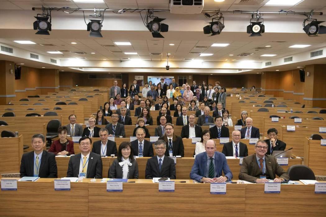 台德高教論壇在台科大舉行,德方由德國大學校長會議率10名代表來台交流。圖/教育部...