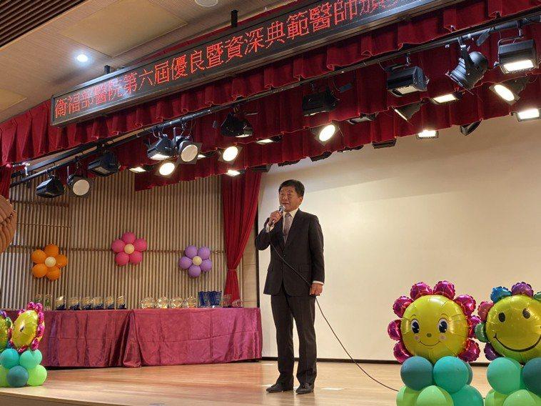 衛福部長陳時中表示,感謝各部署醫院跟醫師在專業領域上發揮長才外,並發展特色醫療長...