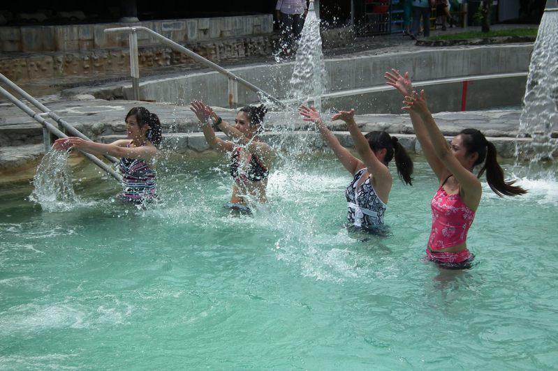 台東縣衛生局日前針對縣內溫泉及泳池進行抽檢檢測,檢測報告今天出爐,計有51處合格。本報資料照片